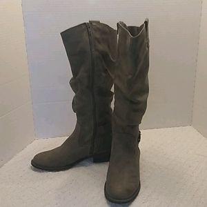 White Mountain Cliff boots.